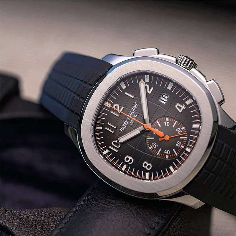 Calendar function of chronograph watches