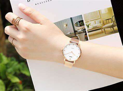 How to choose material and weight for custom women's watches?