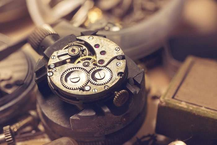 The difference between a quartz watch and a mechanical watch